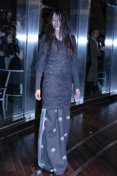 long sweater at mikio sakabe