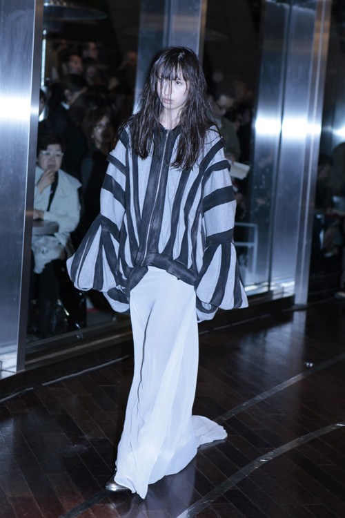 striped top at mikio sakabe