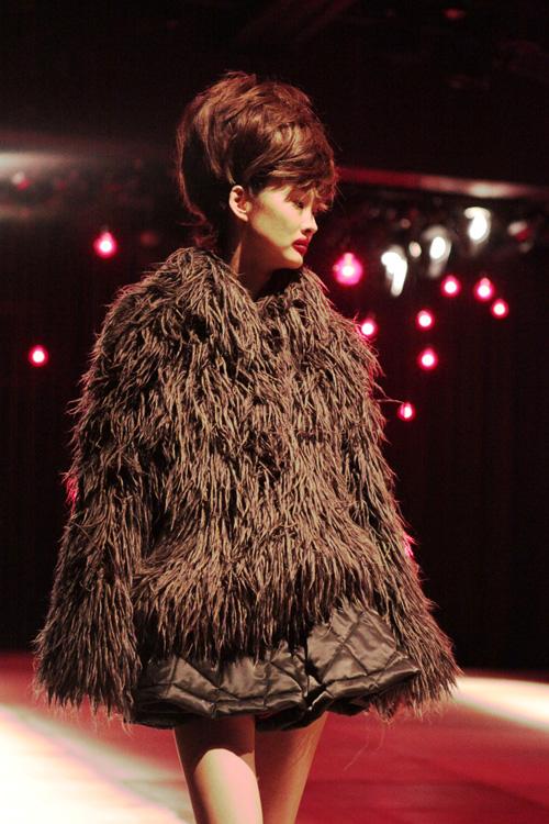 furry coat at nozomi ishiguro fw 2011
