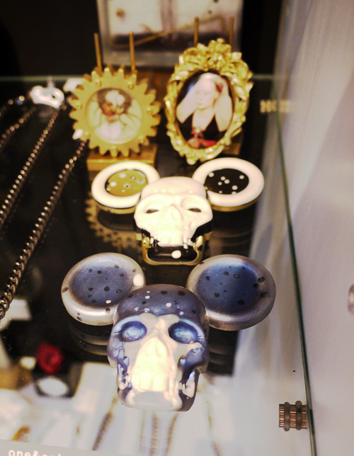 mickey skull brooches by JEAQ