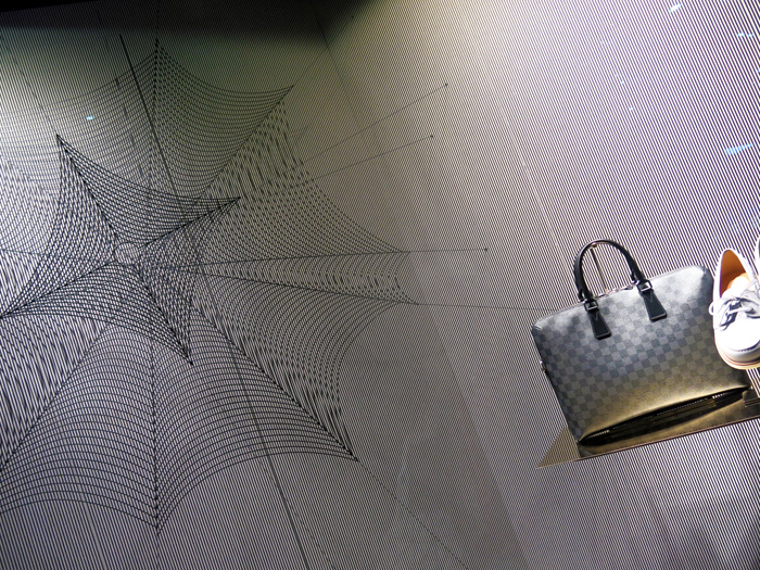 louis-vuitton-insect-windows-tokyo-2013-7