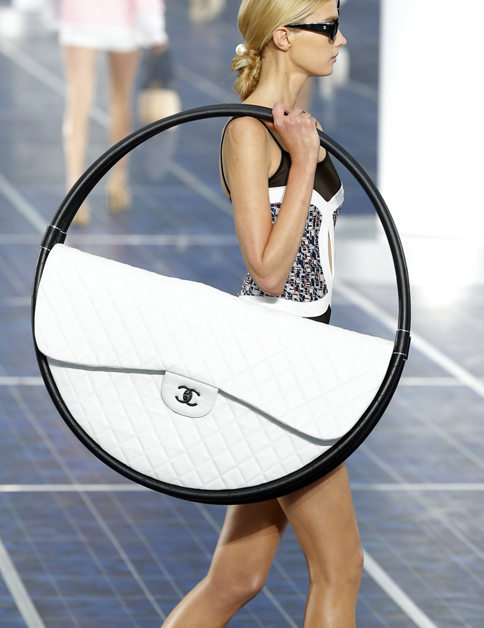 chanel-hula-hoop-bag