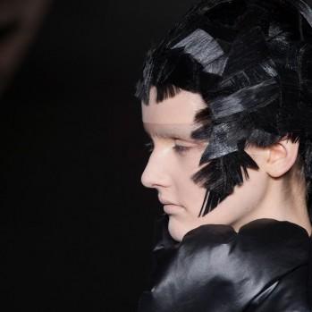 Junya Watanabe's broken hair for FW 2014-15 by Tomi Kono ◎ ジュンヤワタナベ2014-15年秋冬のヘアを割ったアーティストTomi Kono