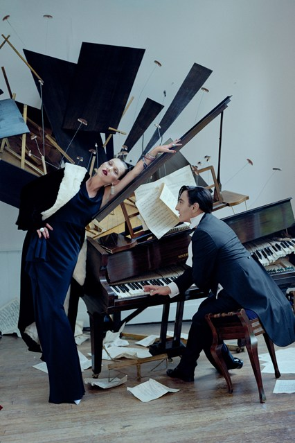 tim-walker-Kate-Moss-Galliano-Vogue-30Oct13-Tim-Walker_b_426x639