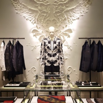 Alexander McQueen opens gothic luxury flagship in Tokyo ◎ テンプル・オブ・アレキサンダーマックイーン。表参道の旗艦店レポート