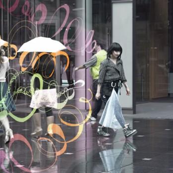 モノクロを着る女性はカラフルな人生を送る。東京編 Girls in black lead colorful lives. Featuring: Tokyo.