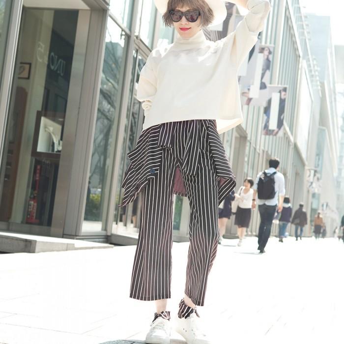 model wearing black striped short  Shirt collar socks Erimaki Sox