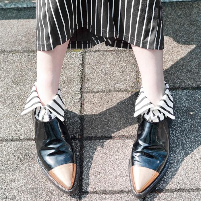 model in white striped short Shirt collar socks Erimaki Sox