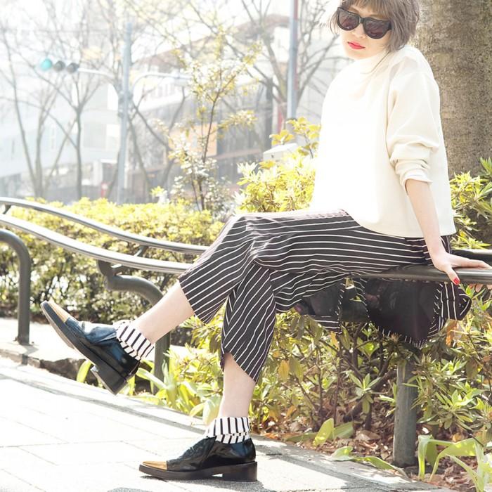 model wearing white striped short  Shirt collar socks Erimaki Sox
