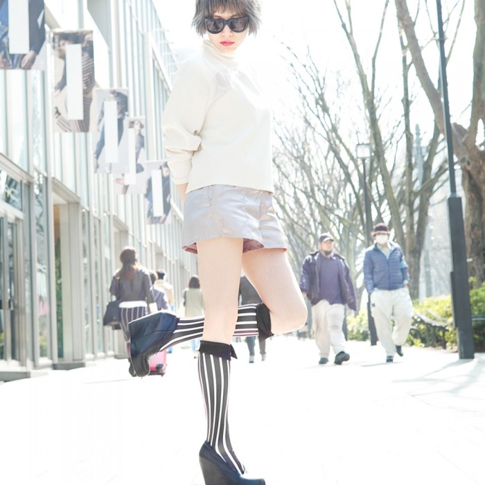 model in black kneehigh striped short Shirt collar socks Erimaki Sox