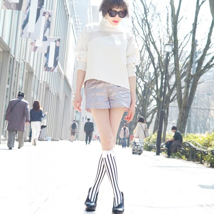model in white kneehigh striped Shirt collar socks Erimaki Sox