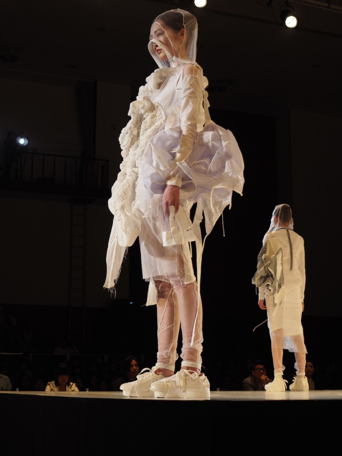 Model wears Aya Fu at the Soen Awards 2015 フ アヤ 装苑賞2015年