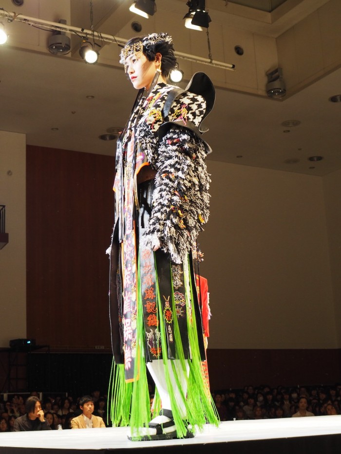 Model wears Daisuke Tanaka at the 2015 Soen awards 田中大資 装苑賞2015年