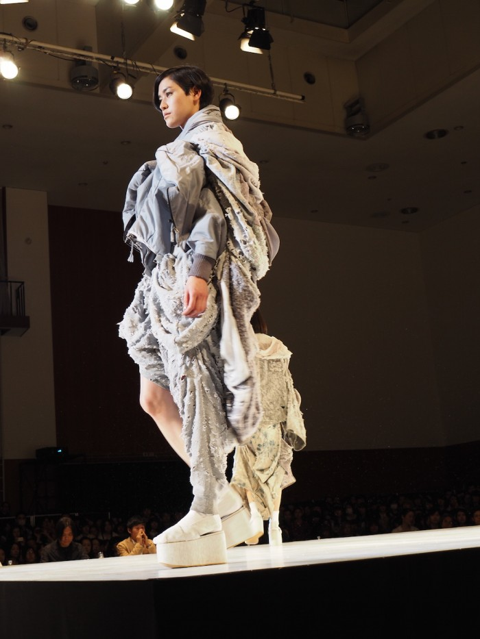 A model wears Nano Aoshi in the Soen Awards 2015 青島奈乃の作品、装苑賞2015