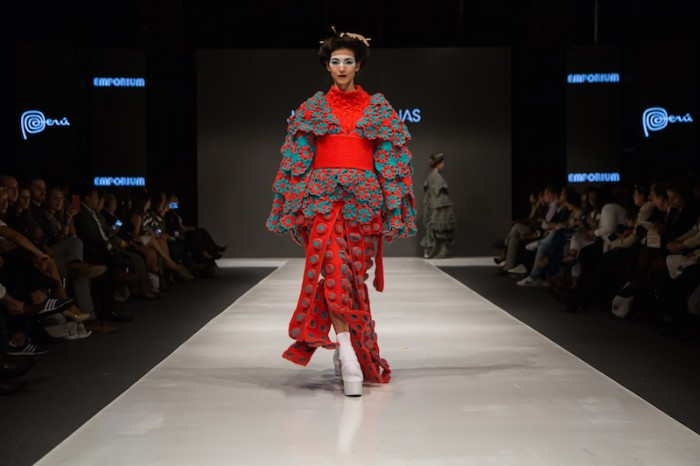 red kimono in Jorge Salinas fashion show