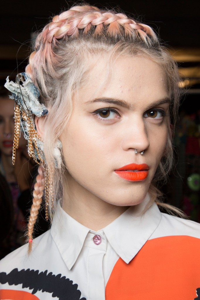 Desigual-backstage-spring-2016-fashion-show-the-impression-38