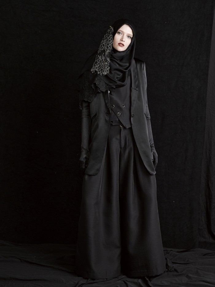 model wears japanese fashion brand GNU hijab for muslim women